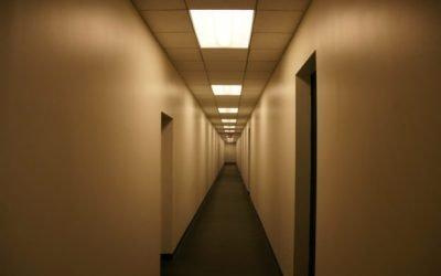 安全社交距離,研究:狹窄走廊傳染風險更高